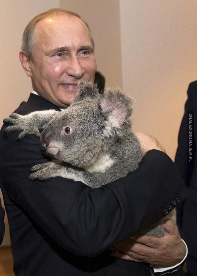 Putin. Się. Uśmiecha!