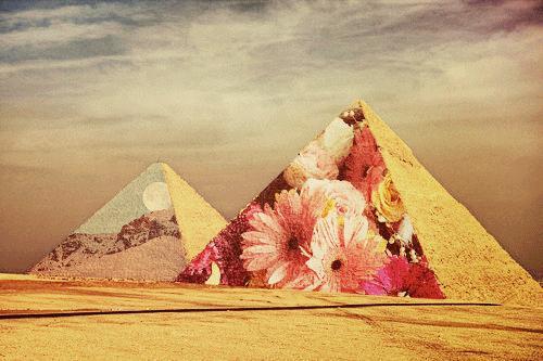 Gdyby postawiono projektor za piramidami
