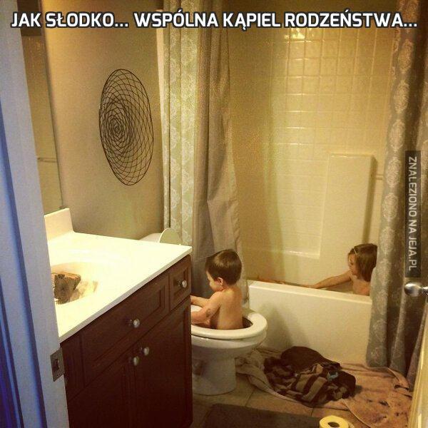 Jak słodko... Wspólna kąpiel rodzeństwa...