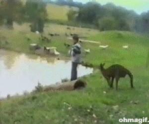 A może łykniesz trochę wody?