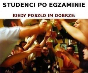 Studenci po egzaminie
