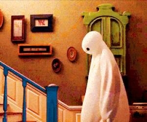 Kiedy wchodzisz po schodach, po ostrej imprezie