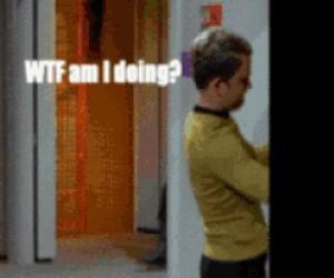 Statysta robi sobie jaja w Star Treku