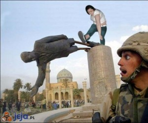 Mosh Girl kopie pomnik