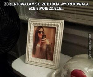 Zorientowałam się, że babcia wydrukowała sobie moje zdjęcie...
