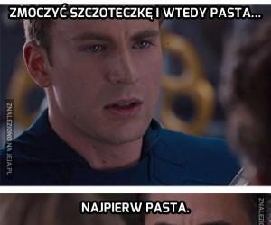 Najpierw pasta, a później moczenie...
