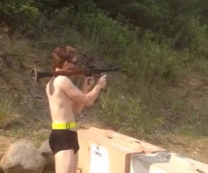 Takie tam, strzelanie z wyrzutni na wakacjach