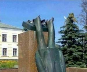 Coś jest nie tak z tym pomnikiem