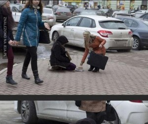 Trzeba pomóc bezdomnemu...