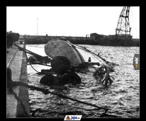 Wrak polskiego niszczyciela ORP Wicher w basenie portowym w Helu.
