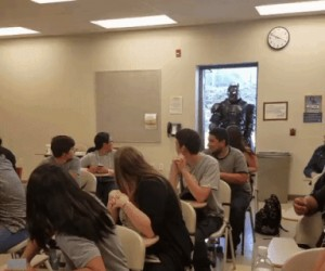 Profesor Batman wpadł na zajęcia