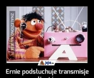 Ernie podsłuchuje transmisje aliantów