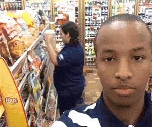 Śledziła go po całym sklepie, bo myślała, że chce coś ukraść