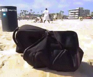 Plecak na plaży