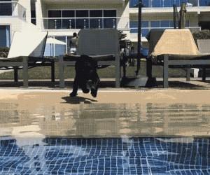 O rany, zapomniałem, że nie potrafię pływać!