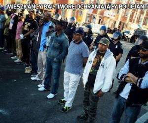 Mieszkańcy Baltimore ochraniający policjantów