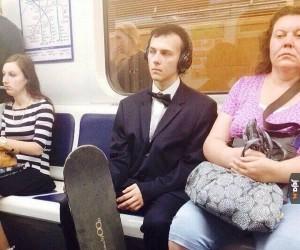 Gdzie on może jechać w takim stroju?