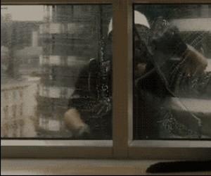 Zostaw nasze okna, zboczeńcu!