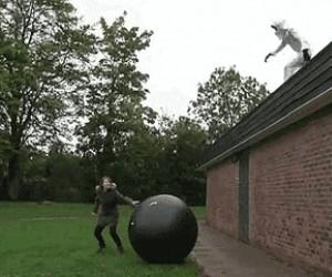 Zakład, że skoczę na piłkę?