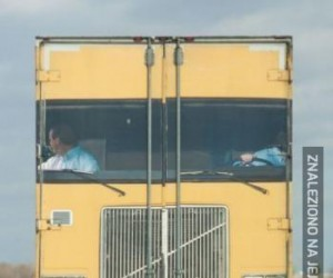 Nadruk z tyłu ciężarówki