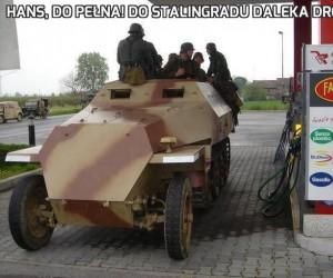 Hans, do pełna! Do Stalingradu daleka droga!