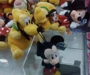Pluto trolluje