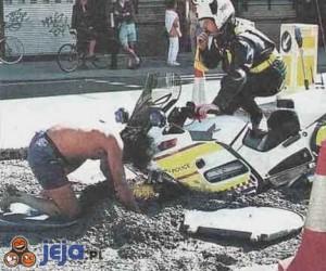 Policjant na motorze