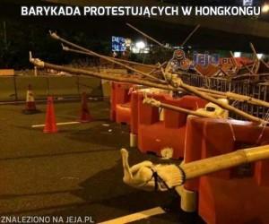 Barykada protestujących W Hongkongu