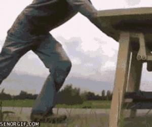 Stół z niepowyłamywanymi nogami