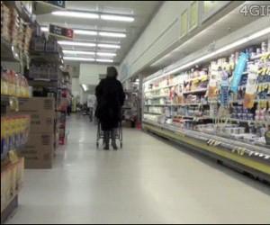 W sklepie łatwo się przewrócić...