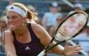 Wściekła tenisistka w natarciu