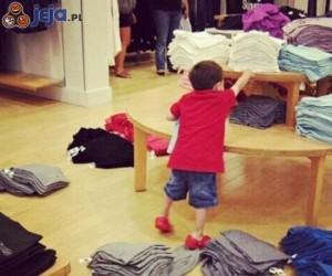 Pracownicy sklepu kochają to dziecko