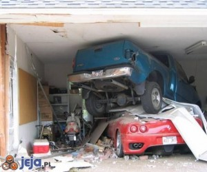 Zniszczone Ferrari