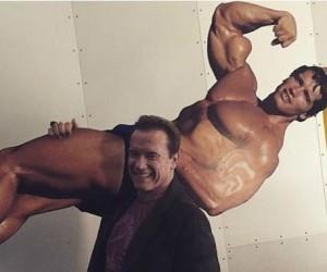 Arnold niesie Arnolda