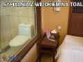 Sypialnia z widokiem na toaletę