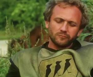 Geralt pokazuje mendzie Pażdziochowi, dlaczego ma go przepuścić