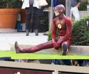 Flash przysiadł tylko na chwile i stał się ofiarą Internetów