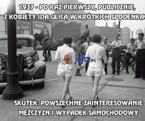 2 kobiety idą ulicą w krótkich spodenkach