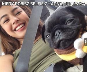 Kiedy robisz selfie z ładną dupeczką