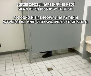 Ludzie zaczęli narzekać, że ktoś siedzi kilka godzin w toalecie