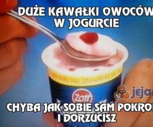 Duże kawałki owoców w jogurcie
