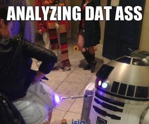 R2D2 analizuje...
