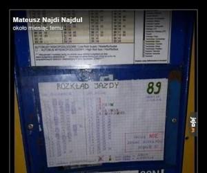 Pan ignacy z Bydgoszczy denerwował się, że na przystanku nie ma rozkładu jazdy, więc sam go napisał.