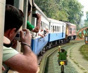 Piękne krajobrazy podczas jazdy pociągiem