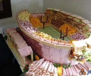 Po mięsnym jeżu przyszedł czas na... mięsny stadion!