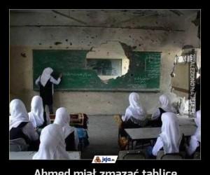 Ahmed miał zmazać tablicę