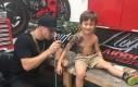 Artysta namalował chorym dzieciom tymczasowe tatuaże