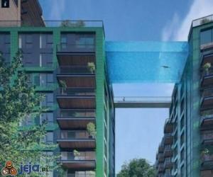Basen między budynkami w Londynie