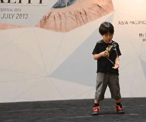 Dzieciak wie, jak machać jojem
