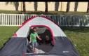 Złowrogi namiot zbiera żniwa
